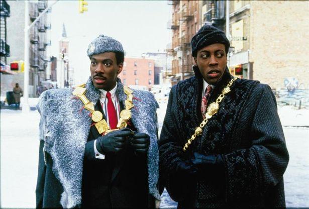 【写真を見る】33年前の『星の王子ニューヨークへ行く』コンビ、あまり変わらない!? 続編に衣装のトーンも踏襲されているのがわかる