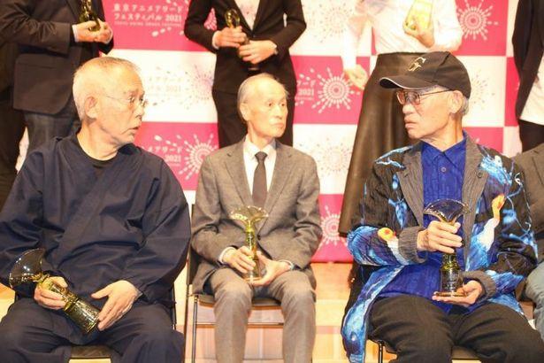 【写真を見る】鈴木敏夫プロデューサーと富野由悠季監督が語り合う、貴重な一幕も