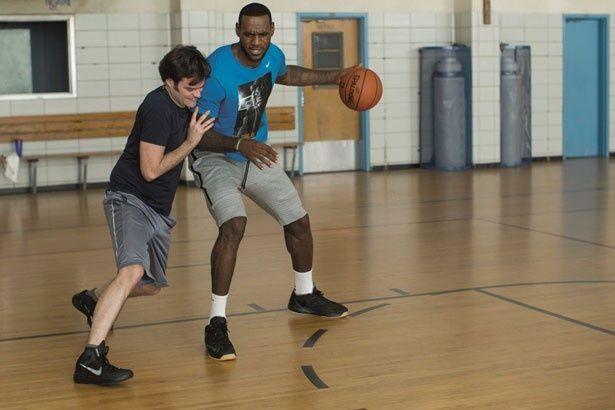 【写真を見る】NBAのスパースター・レブロンの新たな一面が炸裂?
