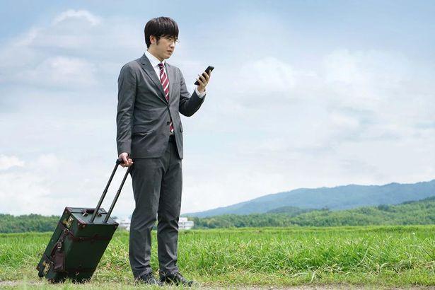 尾上松也が片田舎に左遷させられたエリート銀行員の主人公を演じる