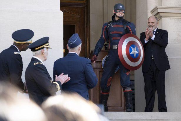 """【写真を見る】""""新しいキャプテン・アメリカ""""は何者!?その真相が第2話で明らかに"""