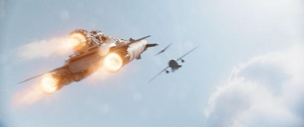 ロケットエンジン搭載の車が空中で爆走!