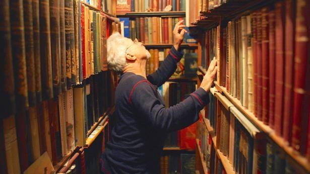 本を愛する様々なブックセラーたちが登場。各自の膨大なコレクションにも驚かされる(『ブックセラーズ』)