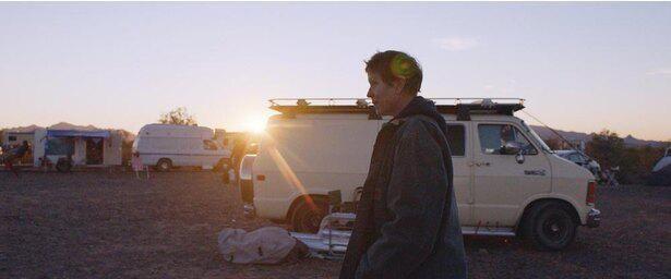 長年住んだ住居を失い、キャンピングカーで旅立つファーン(マクドーマンド)