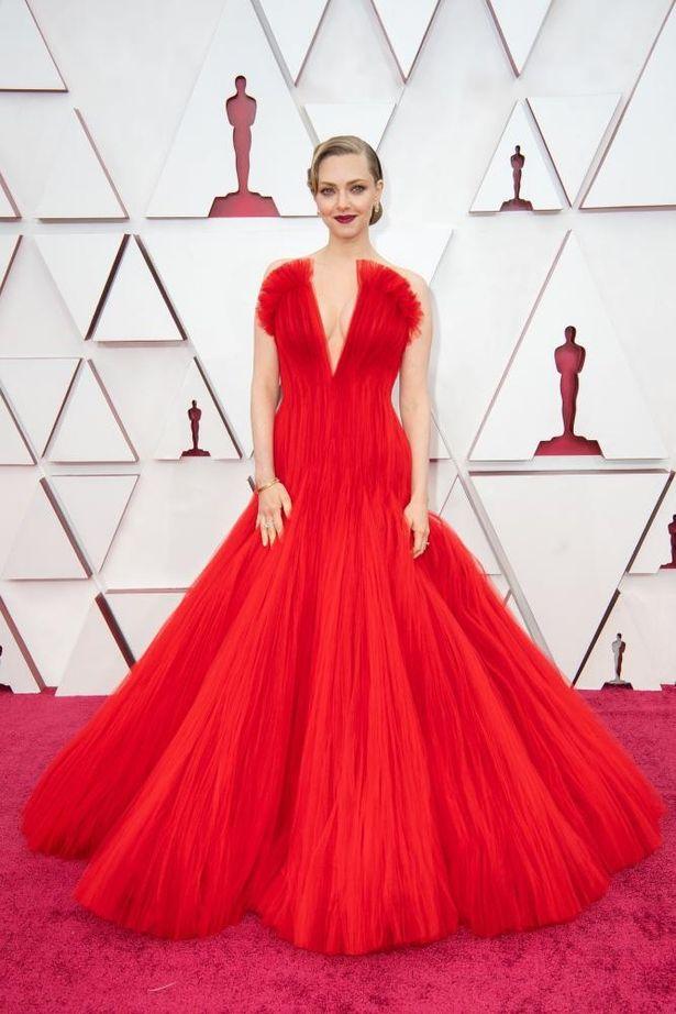 【写真を見る】第93回アカデミー賞、トレンドはカラードレスとヘルシーな肌見せ!アマンダ・サイフリッドらが魅せたレッドカーペットファッションをチェック