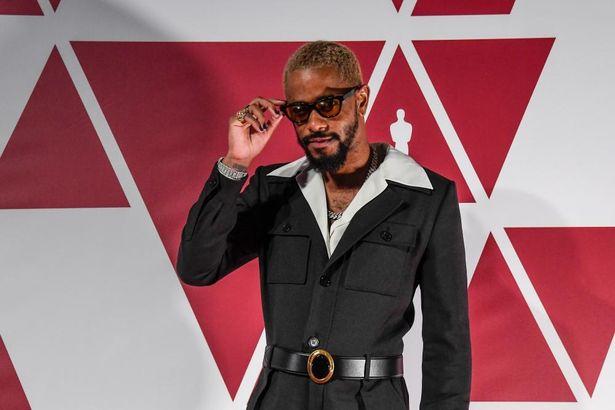 ロンドンの会場から授賞式に参加した、同じく助演男優賞にノミネートしたラキース・スタンフィールド