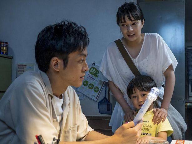 【写真を見る】真摯に命に向き合う松坂桃李、広瀬すずの姿に、20代も共感必至!