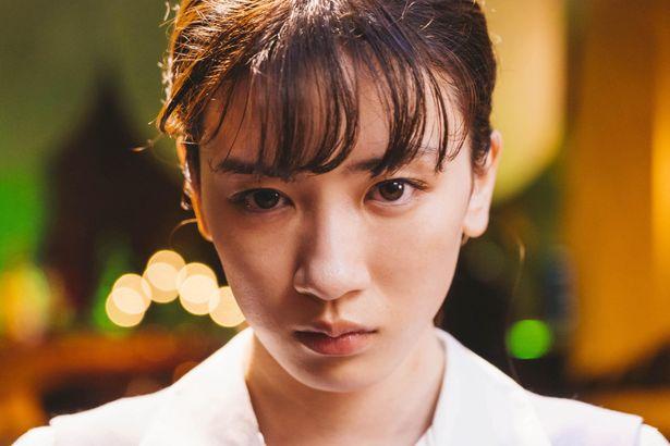 普通のOL生活に憧れる田中直子(永野芽郁)