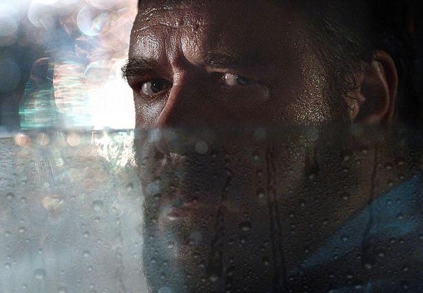 【写真を見る】ラッセル・クロウの風体がヤバい!演じるあおり運転男役でハマりすぎの演技を披露