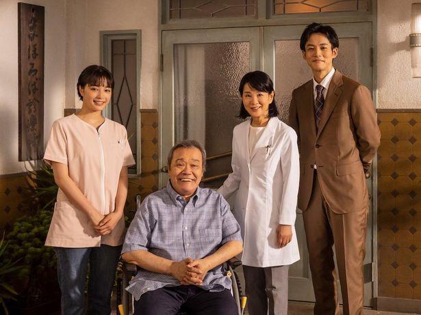 吉永演じる医師の咲和子は、東京から故郷の金沢にある「まほろば診療所」で働き始める(『いのちの停車場』)