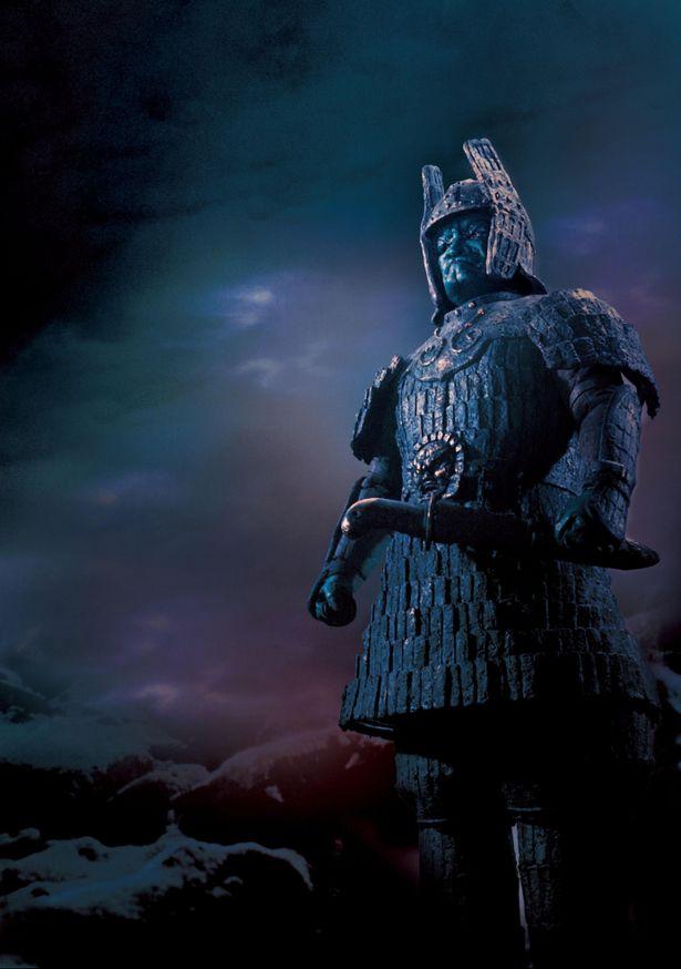 【写真を見る】仁王立ちする66年版の元祖大魔神(『大魔神怒る』より) 。本予告の令和版大魔神と見比べよう!