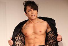 西川貴教、バキバキの筋肉を披露!