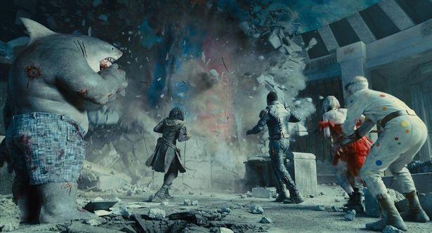 """【写真を見る】地面から現れたのは""""カイジュウ""""!?ハーレイ・クインたちは巨大な敵にどう立ち向かう"""