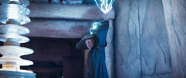 【写真を見る】浅野演じるライデンは、ヨーダやガンダルフのような指導者的役割を担う