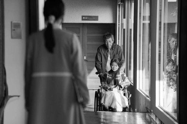不老化処置を選択しない人々が集う施設で、リナはある老夫婦に出会う
