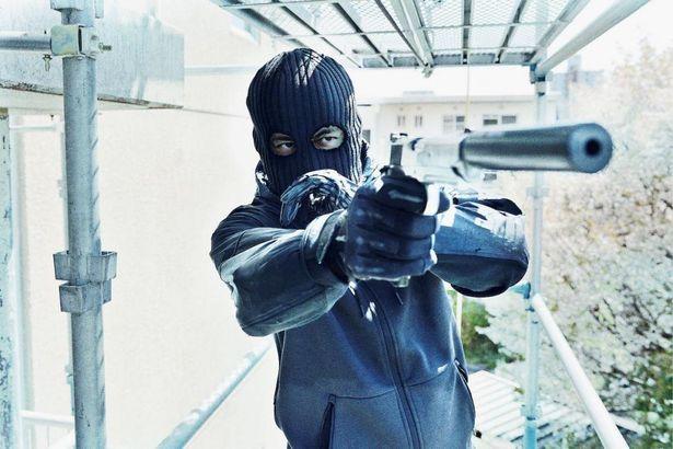 【写真を見る】岡田准一のキレッキレのアクションが炸裂している『ザ・ファブル 殺さない殺し屋』