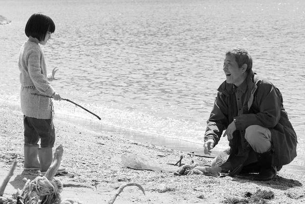 物語後半の舞台は小豆島で撮影。モノクロ演出により外国のようにも見える