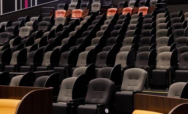 すべての座席に可動式のパーテーションが標準装備!(写真はイメージ)