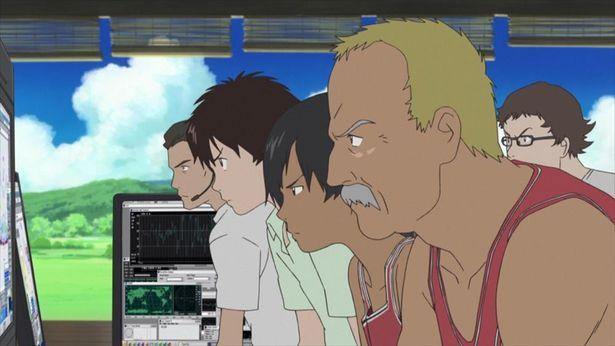 健二は陣内家の人たちと協力してラブマシーンの暴走を止めようとする