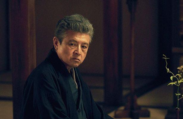 「赤い疑惑」の視聴率は80%とも言われ、中国で最も知られている俳優の一人である三浦友和