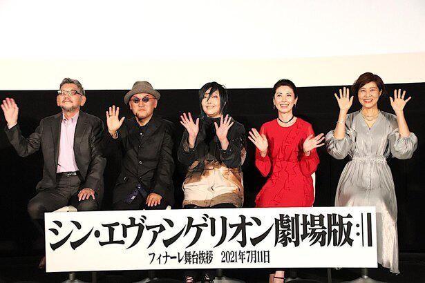 【写真を見る】『シン・エヴァ』最後の舞台挨拶に登壇した、庵野総監督や緒方恵美らエヴァキャスト陣