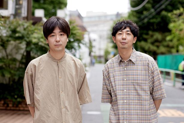 まるでクラスメイト。松本壮史監督(写真右)と、共同脚本を務めた三浦直之(同左)にインタビュー