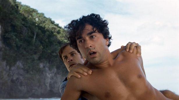 『オールド』は驚異的なスピードで時間が流れるビーチを舞台にしたミステリー