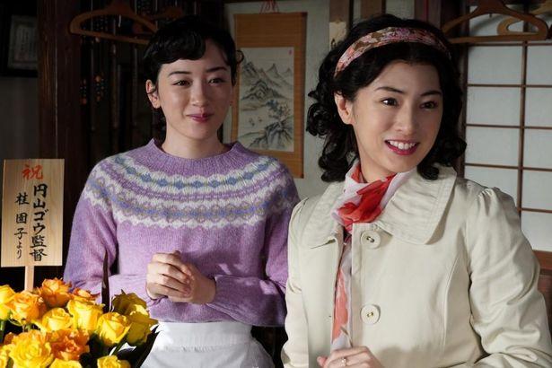 スター女優の園子は、淑子の恋を温かく見守っている
