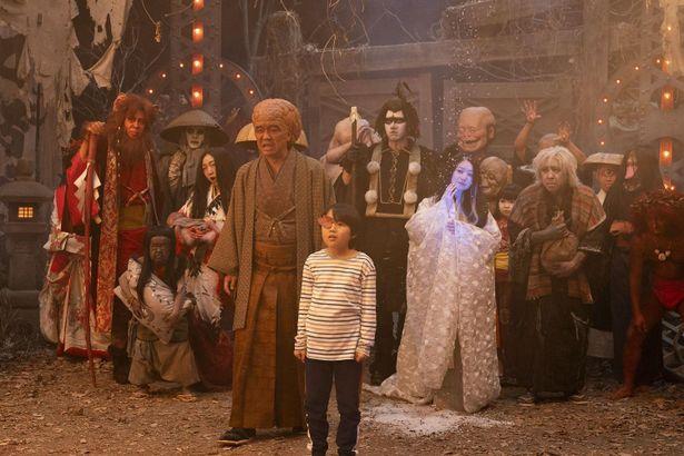 渡辺ケイ(寺田心)は、ひょんなことから勇者に選ばれ、妖怪の世界に足を踏み入れる