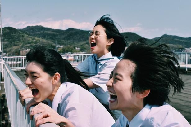 伊藤万理華をはじめ、みずみずしさが光る若手俳優が集結!(『サマーフィルムにのって』)