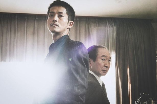 日岡の相棒として捜査のあたる広島県警本部・捜査一課の刑事を中村梅雀が演じる