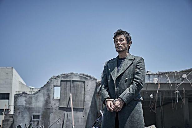 物語のカギを握る北朝鮮の工作員リ・ジュンピョン