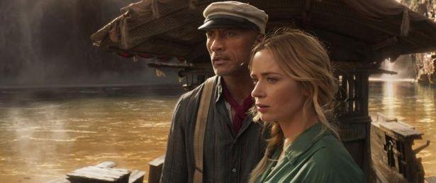 フランク(ドウェイン・ジョンソン)役の声優を務めた小山力也。ヒロイン、リリー(エミリー・ブラント)役の声は木村佳乃が担当した