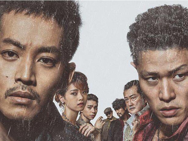 【写真を見る】松坂桃李や鈴木亮平ら裏社会で闘う男たちを演じる『孤狼の血 LEVEL2』が初登場4位