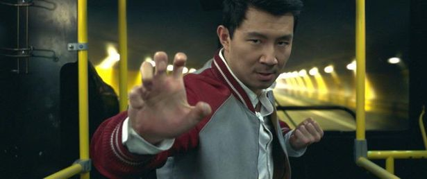 【写真を見る】新たなマーベルのヒーロー、シム・リー演じるシャン・チー
