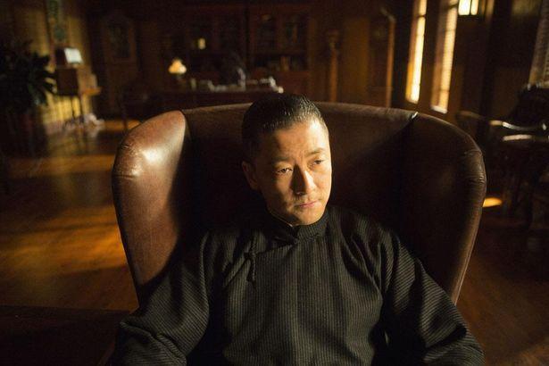 浅野忠信はマフィアのルーの妹の夫であるワタベを演じる