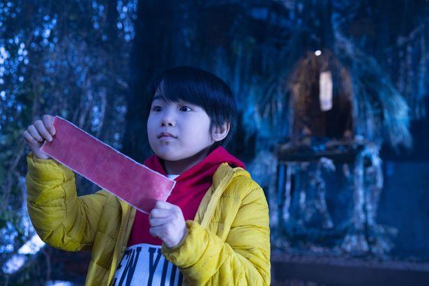 """""""破風なき家の子""""として白羽の矢が立てられる小学生の渡辺ケイ"""