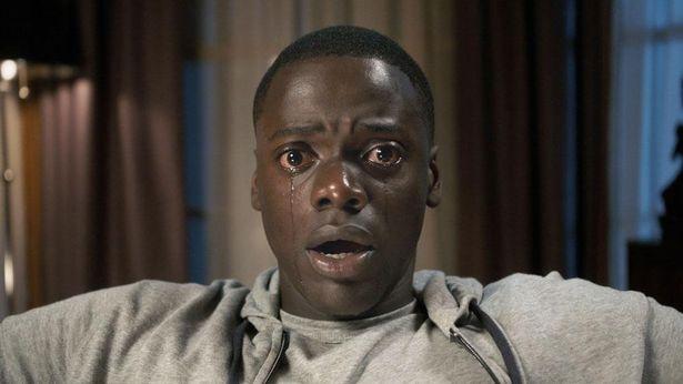 白人の恋人の実家を訪れた黒人の青年が体験する恐怖を描く『ゲット・アウト』