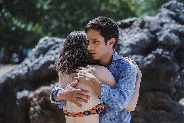 シャマラン監督は、『オールド』で親子の絆を丹念に描く