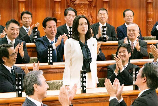 史上最年少かつ日本初の女性総理役を、見事に体現した中谷美紀
