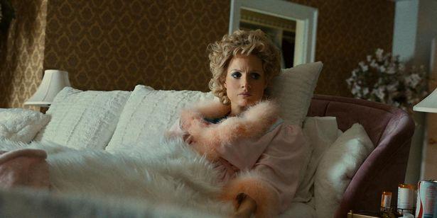 『The Eyes of Tammy Faye』で実在の人物タミー・フェイ役を演じたジェシカ・チャスティンは、トリビュート俳優賞を受賞