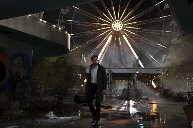 ヒュー・ジャックマンが人の記憶を可視化してある事件を捜査する主人公を演じる『レミニセンス』は5位