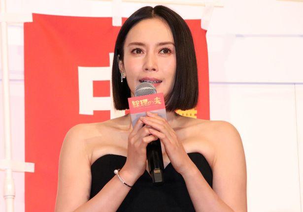 日本初の女性総理役を演じた中谷美紀