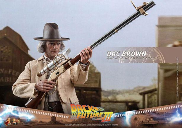 可動によって銃を構えるポーズもお手のものだ(「【ムービー・マスターピース】 『バック・トゥ・ザ・フューチャー PART3』1/6スケールフィギュア エメット・ブラウン博士」)