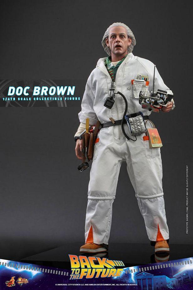 白装束に身を包んだドクも立体化!(「【ムービ・マスターピース】『バック・トゥ・ザ・フューチャー』1/6スケールフィギュア エメット・ブラウン博士」)