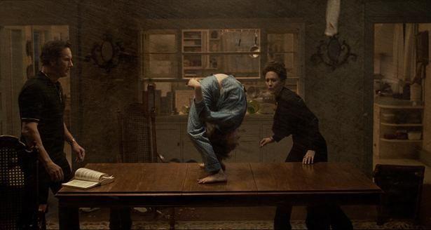 """【写真を見る】""""悪魔ブリッジ""""をはじめ、衝撃のシーンが続々(『死霊館 悪魔のせいなら、無罪。』)"""