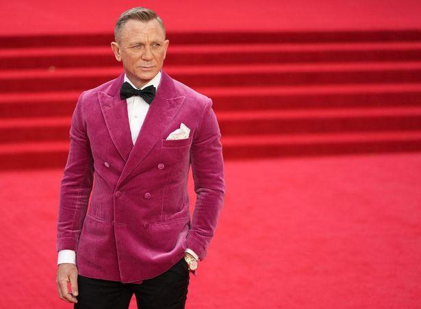 【写真を見る】ダニエル・クレイグ、最後の「007」プレミアにピンクジャケットで出席!