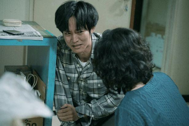 """添田や社会的に追い詰められた青柳もまた、""""モンスター化""""の片鱗を見せる"""