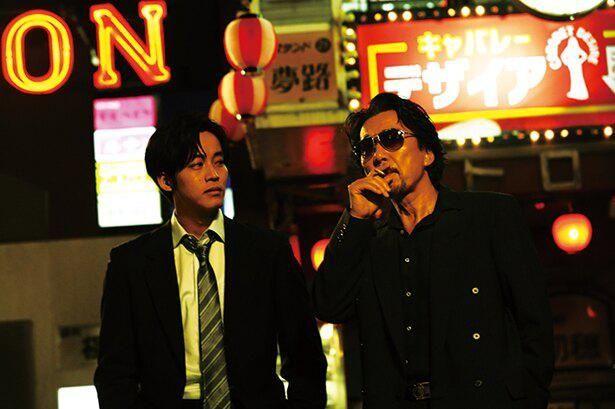 役所広司演じるアウトローな刑事、大上が日岡を成長させた『孤狼の血』一作目