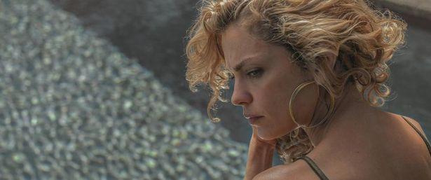 『悲しみのミルク』など、高い評価を集めるクラウディア・リョサ監督による『悪夢は苛む』